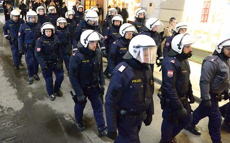 Alarmstufe Rot in Liesing: Kampf der Asyl-Demos