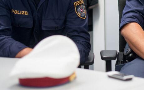 Ladendieb tritt auf Polizisten ein