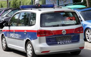Pkw rammt Mofa: Lenker begeht Fahrerflucht