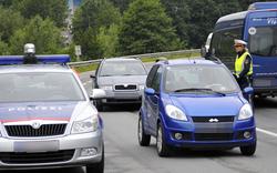 Einbrecher flüchten vor Polizeikontrolle
