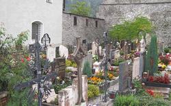 Unbekannter Täter verwüstet Friedhof von Radstadt