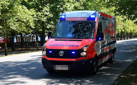 Rettungsfahrer als Helfer bei Blitzgeburt