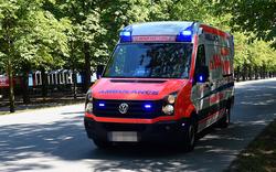 Opa (85) stürzt mit Auto in Teich - tot