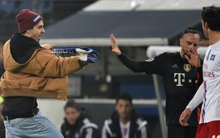 Flitzer attackiert Bayern-Star Ribery