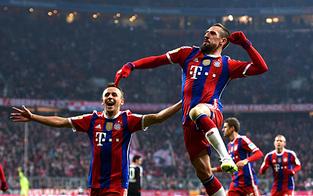 Bayern schlägt Leverkusen knapp