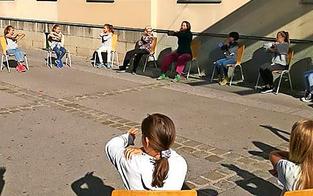 Erste Schulen unterrichten im Freien