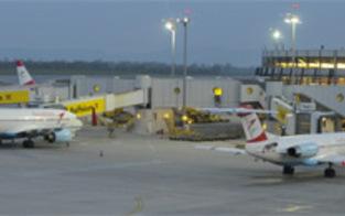PKW am  Flughafen Schwechat ausgebrannt