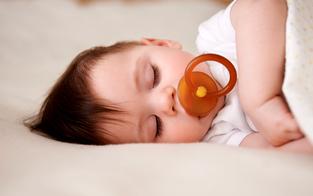 Silikonschnuller-Test lässt Eltern und Babys ruhig schlafen
