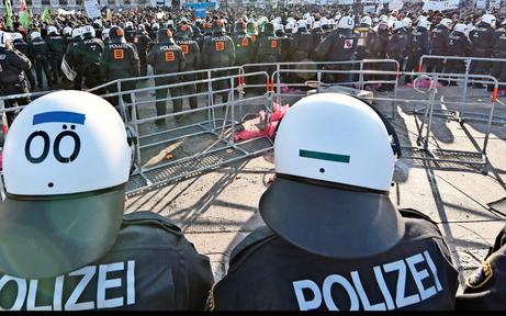 """Stau-Alarm bei Demo gegen """"Schwarz-Blau"""""""