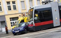 Vier Verletzte bei Bim-Crash in Wien