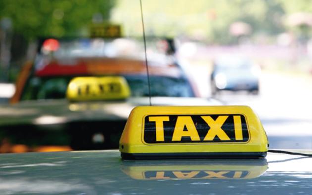 taxifahrer schleppten 210 asylanten. Black Bedroom Furniture Sets. Home Design Ideas
