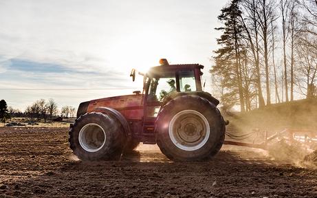Bub (10) im Bezirk Tulln von Traktor überrollt