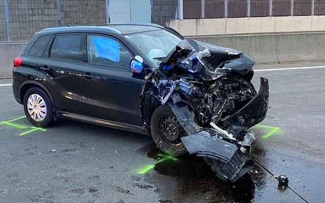 Sohn crasht auf S1 in Anpralldämpfer - Vater tot