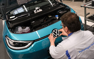 VW startet gigantische Presse für E-Autos
