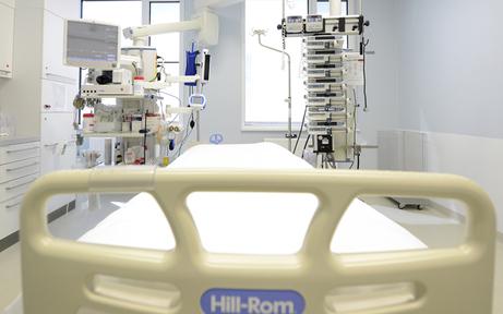 Lenkerin fuhr Fußgänger nieder: 49-Jähriger starb im Spital