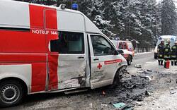 Crash mit Rettungsauto: 5 Verletzte