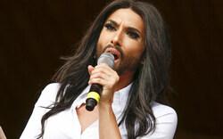 Conchita Wurst singt vor Europaparlament